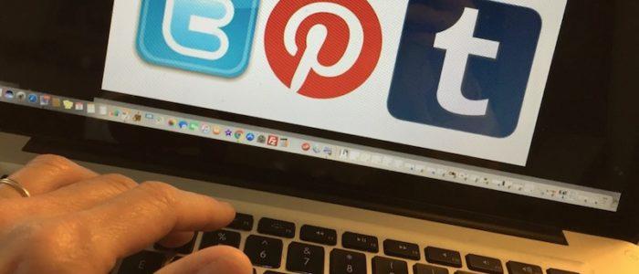 social media travel writers